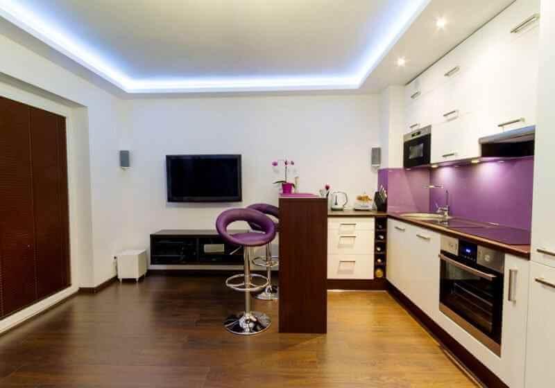 натяжной потолок преимущества квартира студия